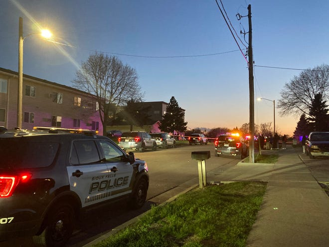 Sioux Falls police respond Thursday night, May 5, 2021, to the area of 8th Street and Cleveland Avenue to investigate a  reported shooting.
