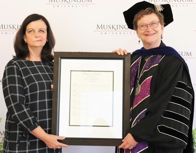 Tami Bowling Fitzgerald, Class of 1981, receives an honorary Doctor of Humane Letters from Muskingum University President Susan S. Hasseler.