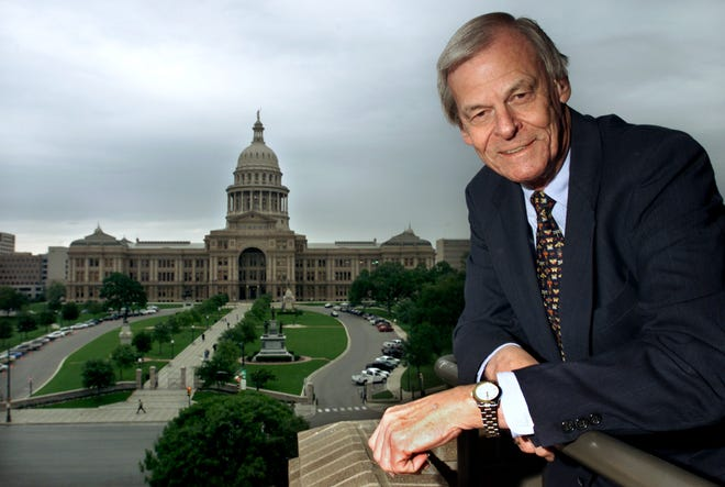 Julian Read, on a balcony overlooking the state Capitol in 2001, died Saturday after a lifetime of observing history up close.