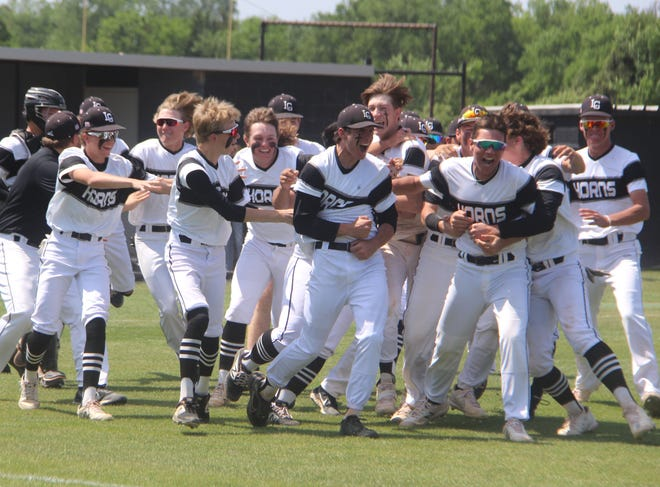 The Longhorns surround pitcher Jace Bradenburg, center, following the final out of a 15-1 victory over Washington on Saturday during the Class 3A Regional championship game.