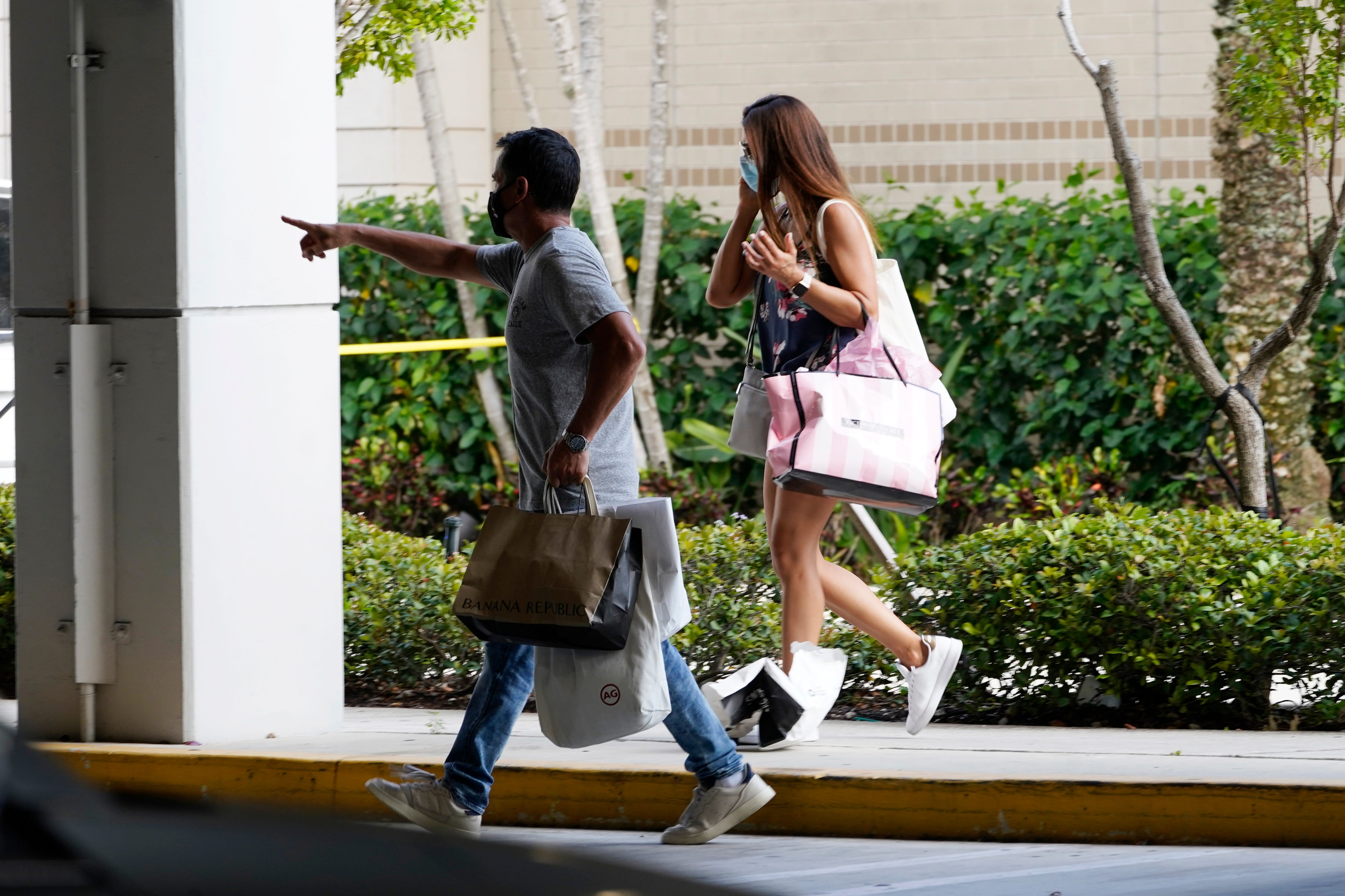 Police: 3 hurt in Florida mall shooting as shoppers scatter 2