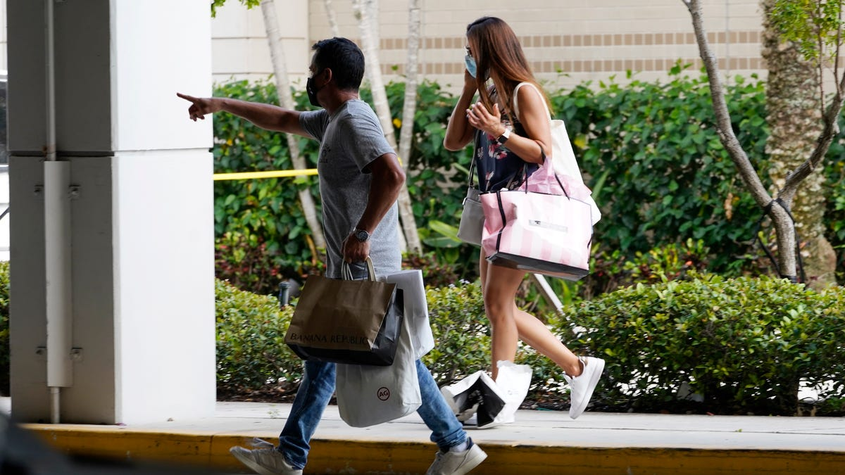 Police: 3 hurt in Florida mall shooting as shoppers scatter 3