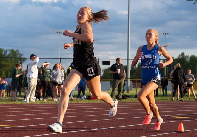 Jasper's Andi VanMeter (left) and Memorial's Jacqueline Brasseale spurred each other to record-setting performances at the SIAC girls' track meet May 7 at Central Stadium.