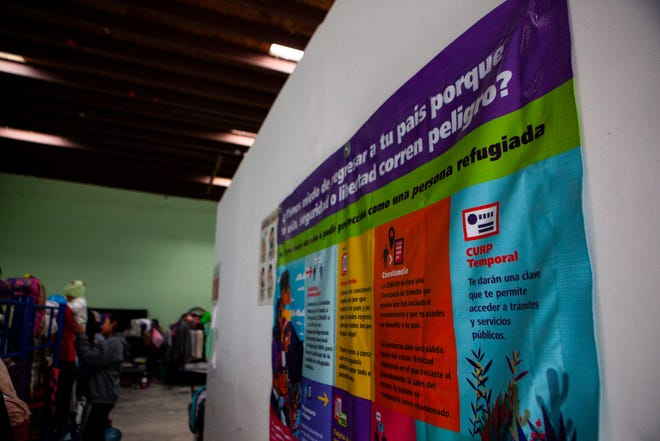 The dormitory room of El Buen Samaritano shelter in Juárez. (Corrie Boudreaux/El Paso Matters)