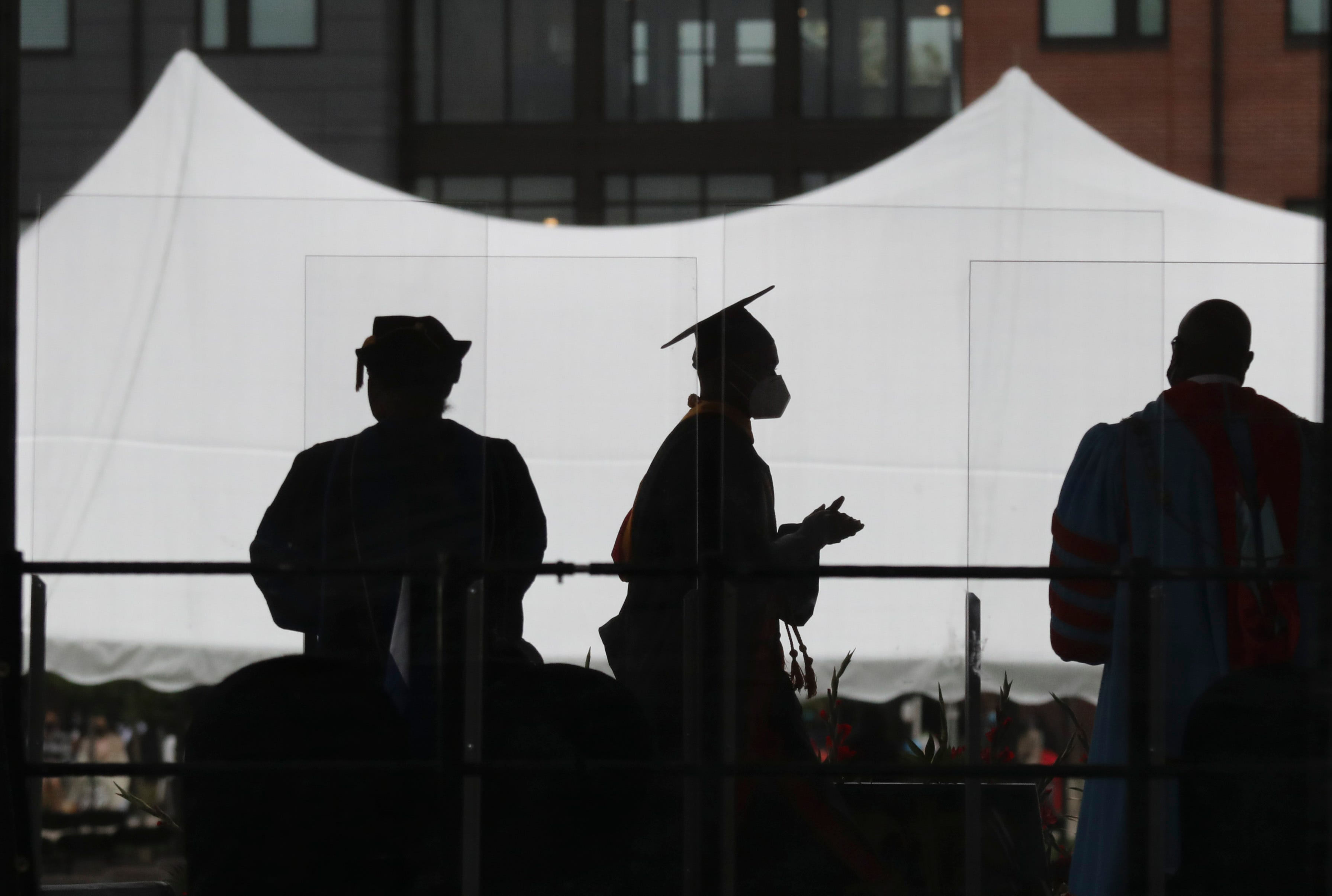 Struggling to find jobs in their field, many Delaware college seniors have to compromise