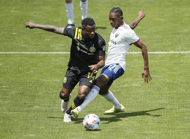 Crew defender Waylon Francis, left, dribbles around D.C. United forward Kimarni Smith during the first half of Columbus's 3-1 victory on Saturday.