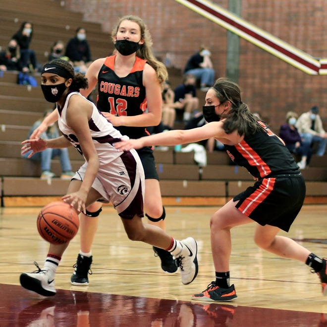 South Kitsap's Kirstin Prudhomme drives the lane against Central Kitsap during Saturday's 66-32 victory.