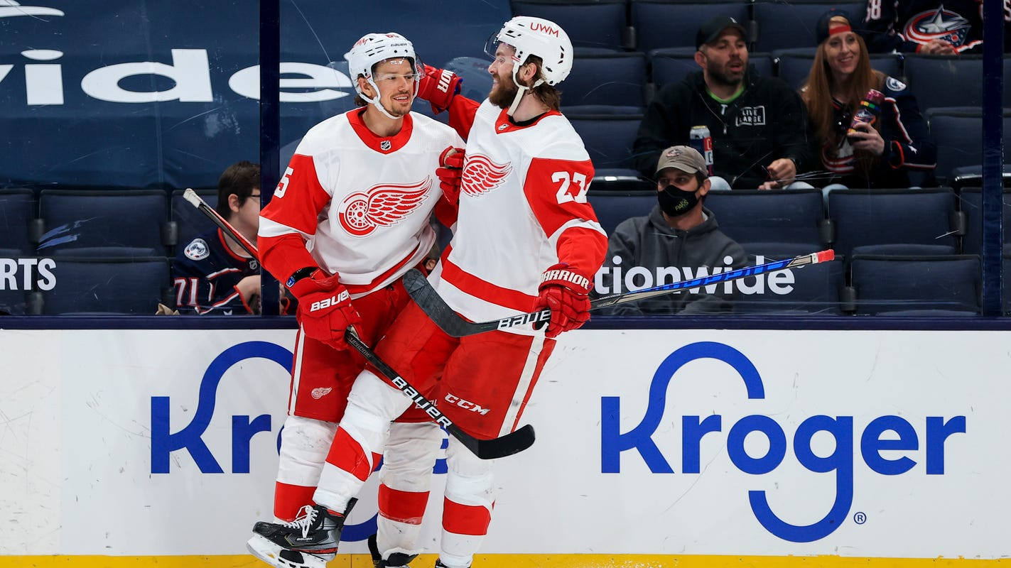 Detroit Red Wings' Danny DeKeyser is a 2021 Masterton nominee. Here's why