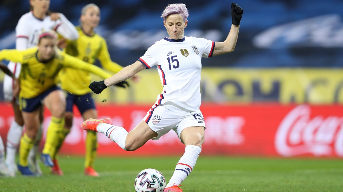 Golden: Rapinoe, USWNT walk the walk, bring the fight to pitch, social injustice