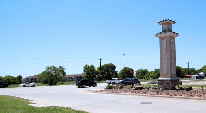 TxDOT installs new traffic light in Melissa.