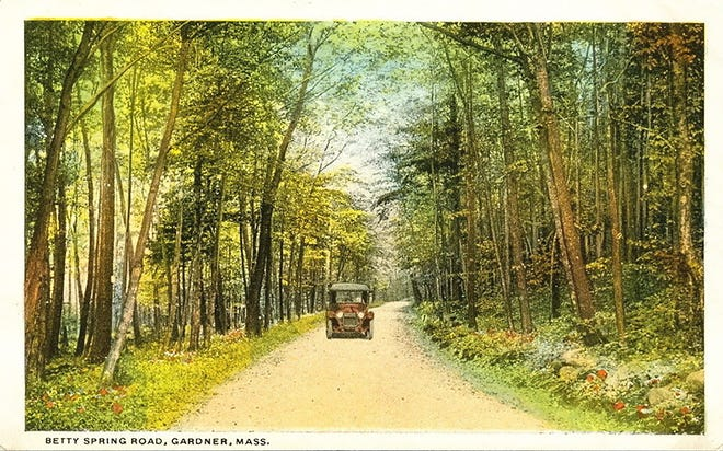 A postcard of Betty Spring Road in Gardner from the 1920s.