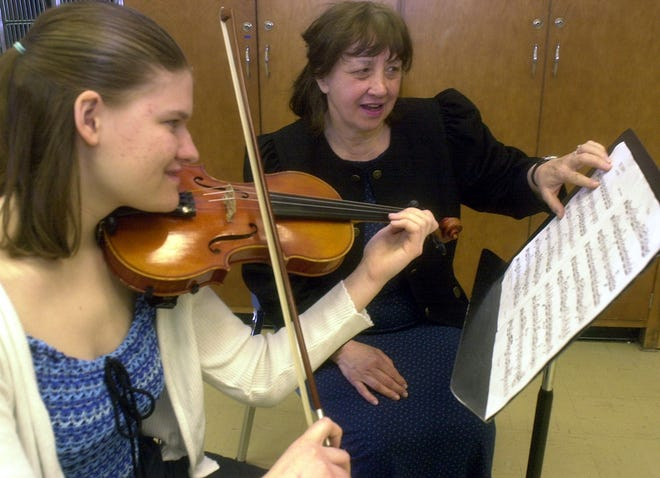 In 2000, Gloria Coates visited Wausau West High School to talk about her career in musical composition. Here, she's helping freshman Jessica Steinmetz with a piece.