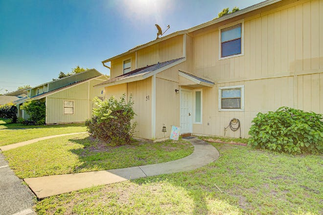 This move-in-ready townhome is located within the awesome Ormond school district and within a fun community that offers a pool, tennis and clubhouse.