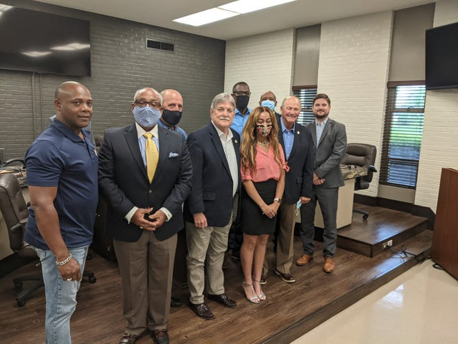 Mayor Barney Arceneaux and the Gonzales City Council honor Ascension East senior Lauren Bennett for her academic accomplishments.