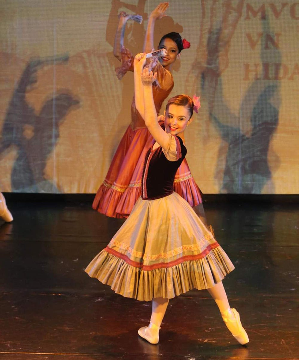Before joining the circus, Stefany Neves was a ballet dancer.