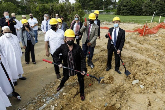 Local leaders and government officials, including Mayor Brad Cohen among others, joined the Dawoodi Bohras to celebratethe ceremonial groundbreaking.