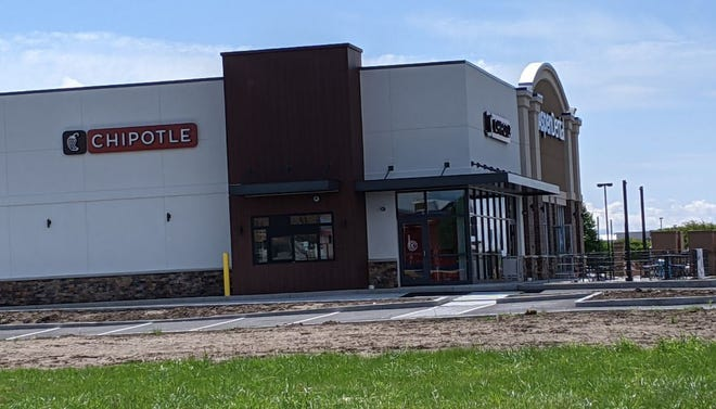 Chipotle, Aspen Dental readying for June opening.