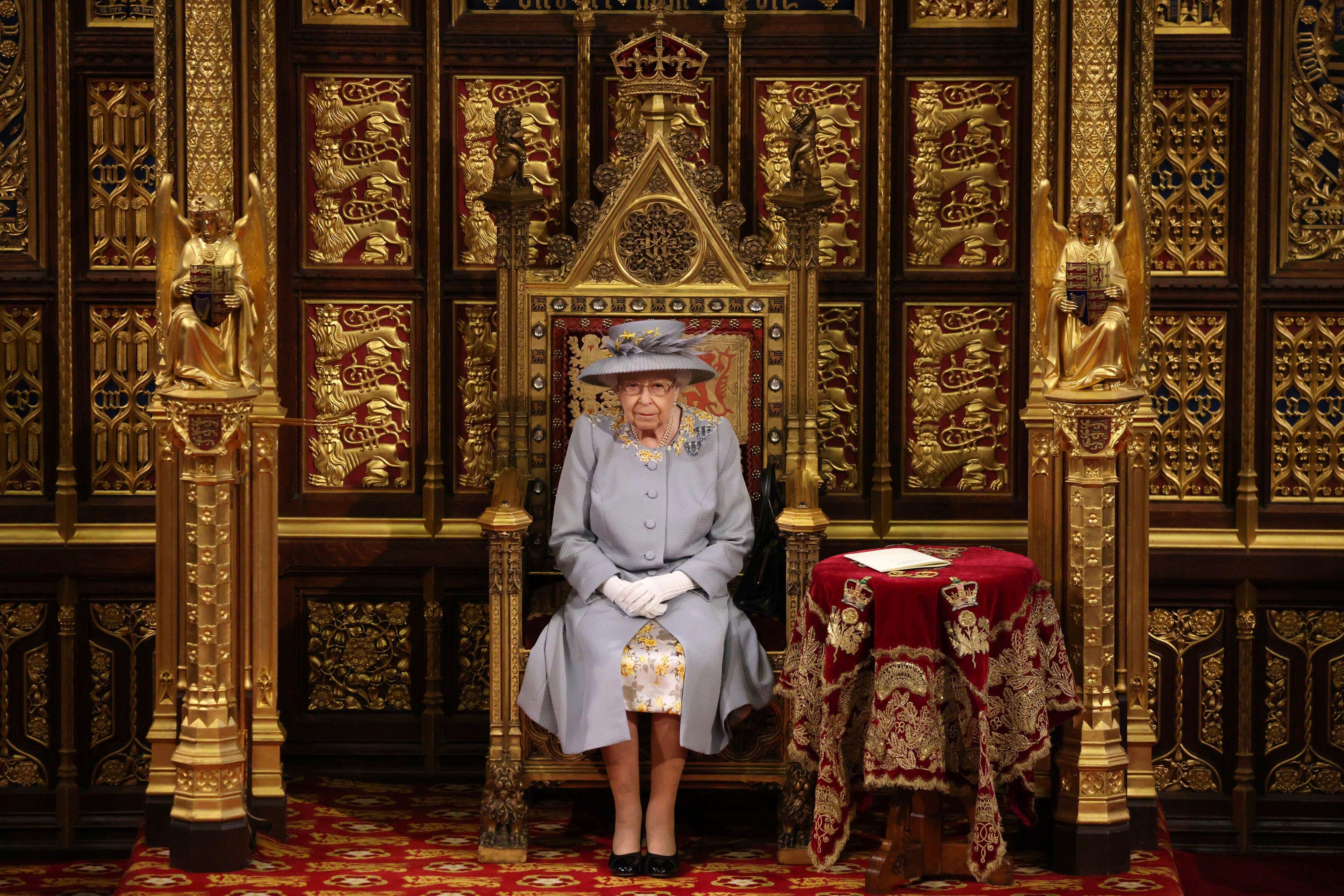 See Queen Elizabeth II meet U.S. presidents through the years
