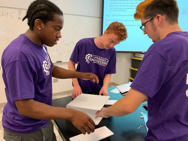 High school students work on a project at the 2019 Experience Engineering Summer Camp held at Mount Union.