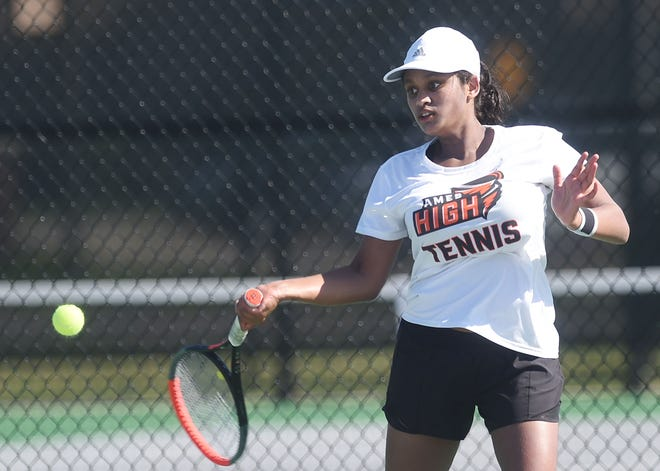 Ames' Arunadee Fernando moved on to the 2A semifinals at the girls' state tennis singles tournament in Iowa City Wednesday.