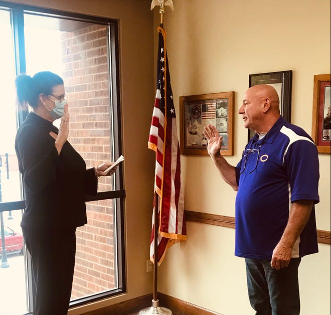 Pictured is Canton's City Clerk, Diana Pavely-Rock swearing in Mayor Kent McDowell for his second term. McDowell, in return, swore her in with witnesses on hand for both.