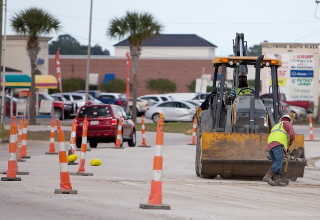 Crews work to widen South Hollywood Road in Houma in 2016.