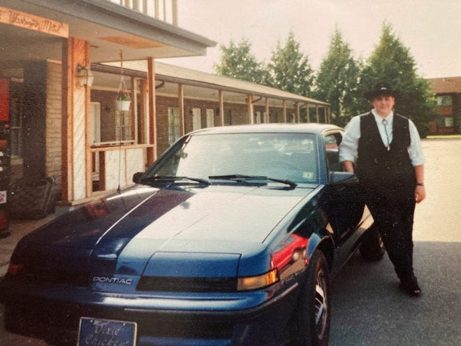 Linda Nichols outside of the Washington Motel, 1992.