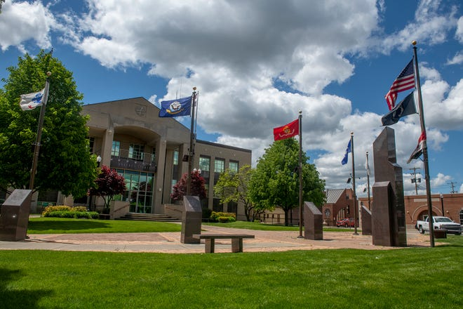 The veterans memorial on the Portage County Courthouse lawn in Ravenna will be the site of a brief Memorial Day ceremony on Monday morning.