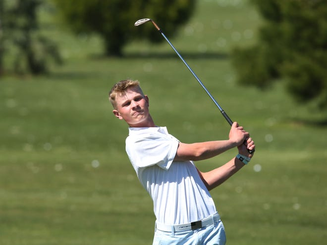 Marist senior Nick Watts practices at Shadow Hills Country Club north of Eugene.