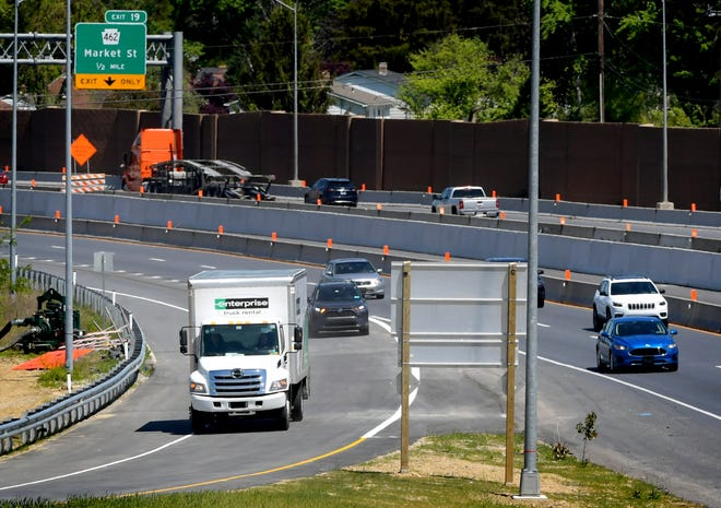 Some of the first motorists to use the northbound off-ramp of Interstate I-83 to Mount Rose Avenue westbound, exit the highway Wednesday, May 12, 2021. The ramp, and other completed ramps at the interchange, have opened. Bill Kalina photo