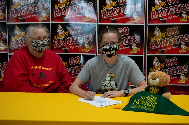 Maggie Steele signs with St. Norbert College to run Cross Country and track.