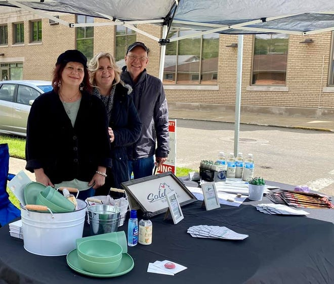 Mayor Pat Cadle (right) came to the Vendors Market and is pictured with Cat Marlatt (left) and Christi Olinger of Olinger and Company Realty.