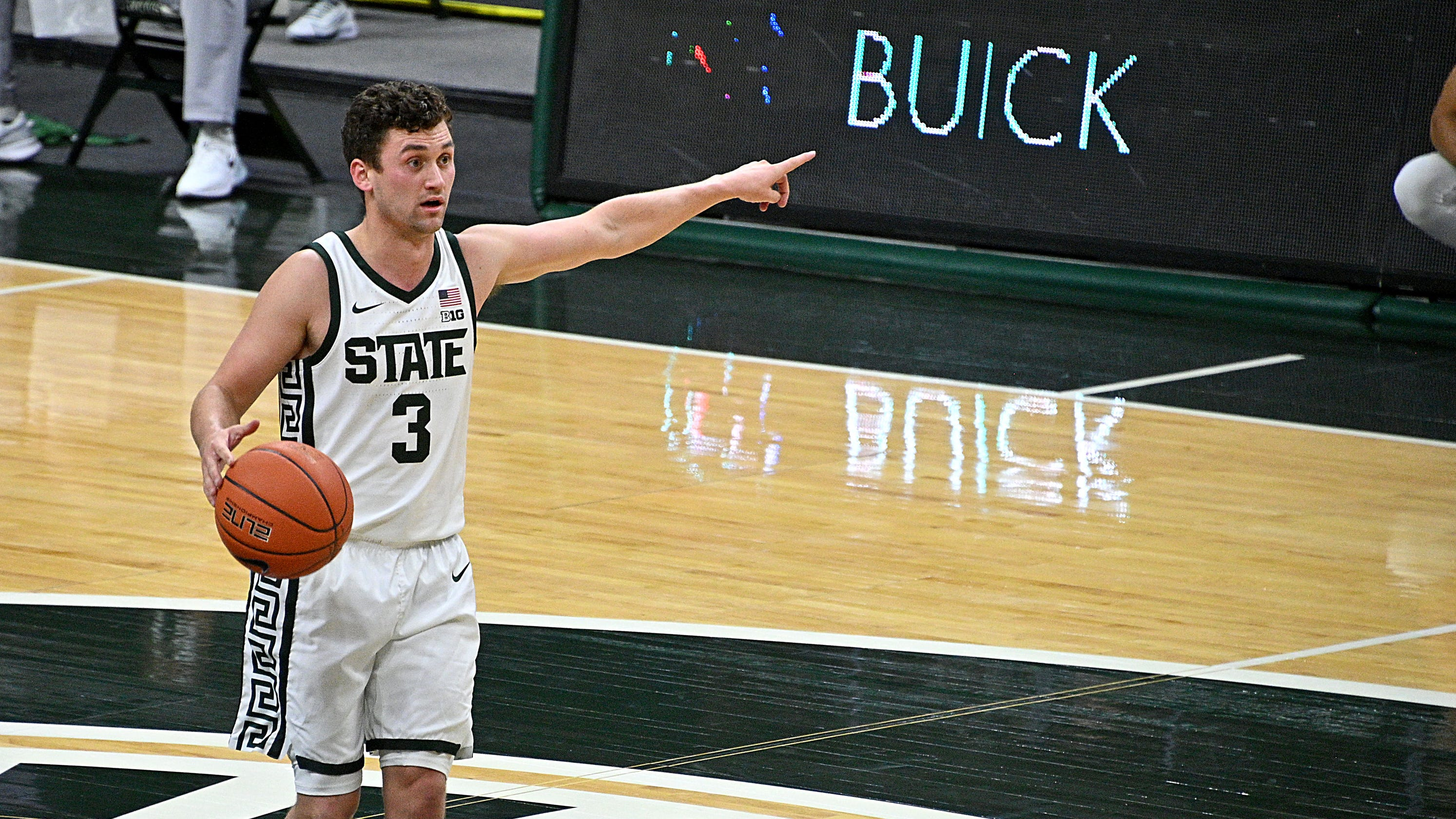 Former Michigan State guard Foster Loyer transfers to Davidson