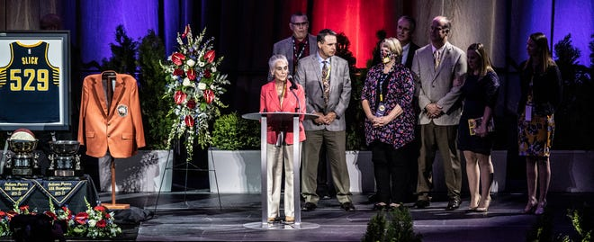 """Nancy Leonard speaks during the celebration of life for Indiana Pacers legend Bobby """"Slick"""" Leonard, 1932-2021, on Wednesday, May 12, 2021, at Bankers Life Fieldhouse in Indianapolis."""