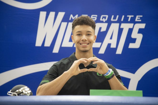 Mesquite High School Quarterback Ty Thompson celebrates with his coach Scott Hare after signing with Oregon.
