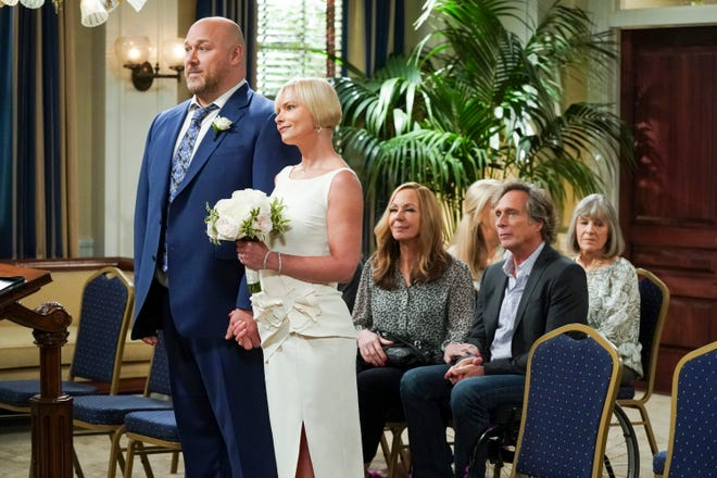 """It's wedding day for Andy (Will Sasson), left, and Jill (Jaime Pressly) in the series finale of CBS' """"Mom."""""""