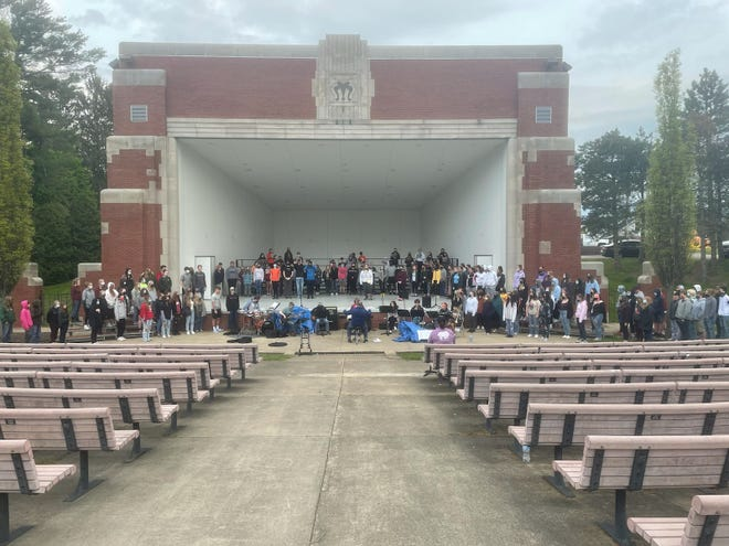 The Ashland High School choirs will be presenting  their annual May Fiesta program on Saturday, May 15 and Sunday, May 16 at the Guy C. Myers Memorial Band Shell. Both performances will take place at 8 p.m. The concert is free and open to the public with donation opportunities available. The performance will showcase students from the A cappella, symphonic and concert choirs with features from the Sing-and-Swing and Arrow Dynamics specialty choirs. Those attending should plan to practice outdoor social-distancing guidelines. The choirs are under the direction of Kimberly Wolbert.