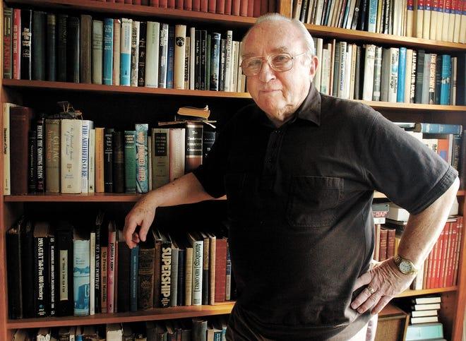 El autor Jack Hunter en su casa de Saint Augustine, 2002.