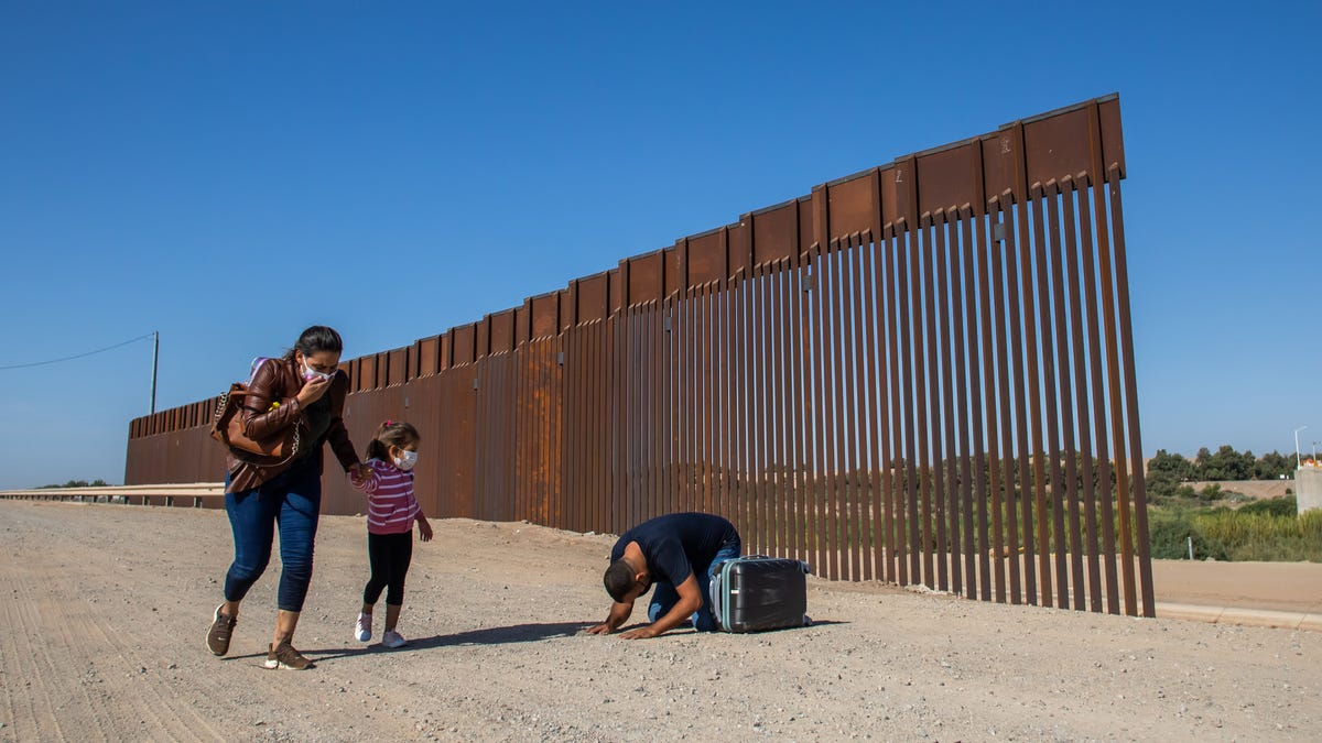 Attorney: US makes concessions to ease asylum restrictions 3