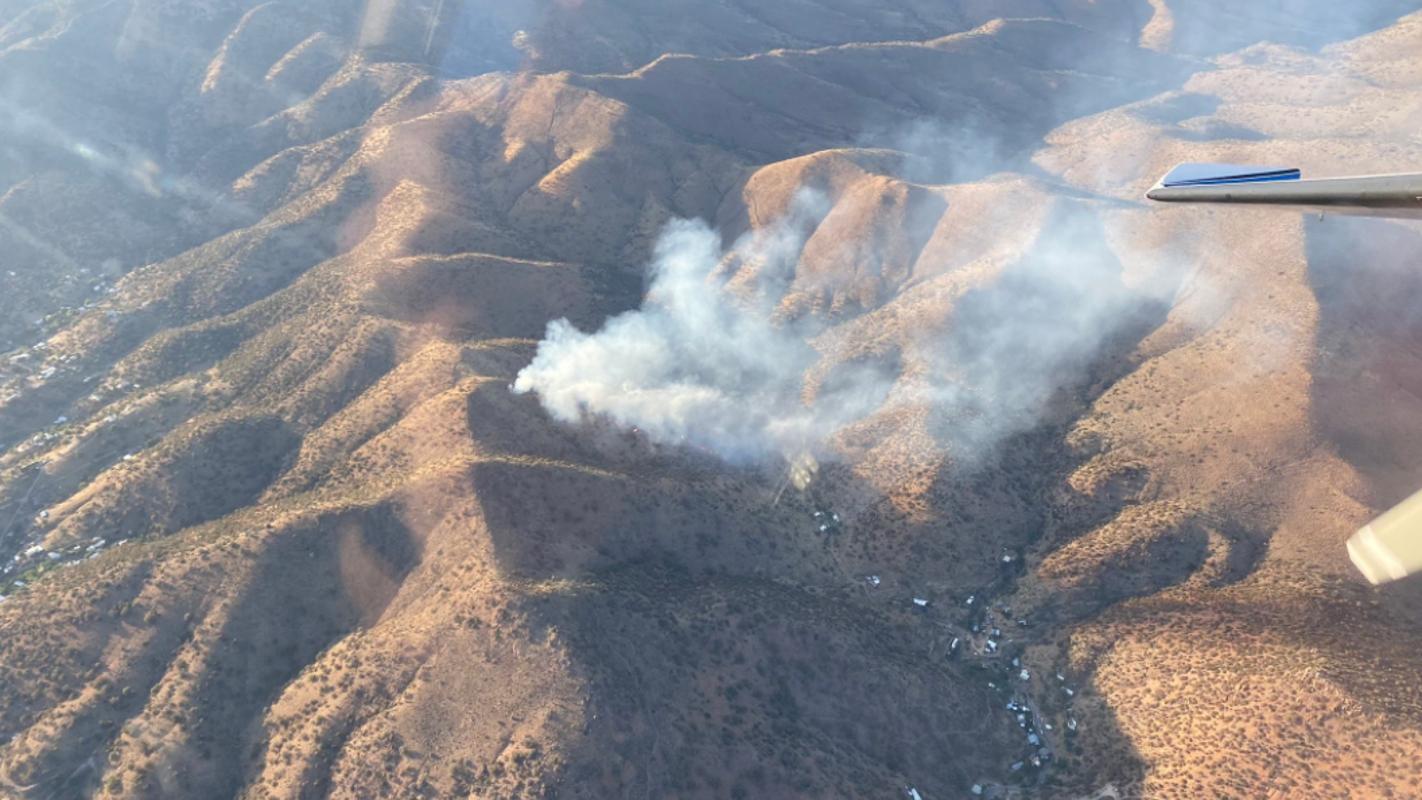 Wildfire threatens Bisbee as residents evacuate