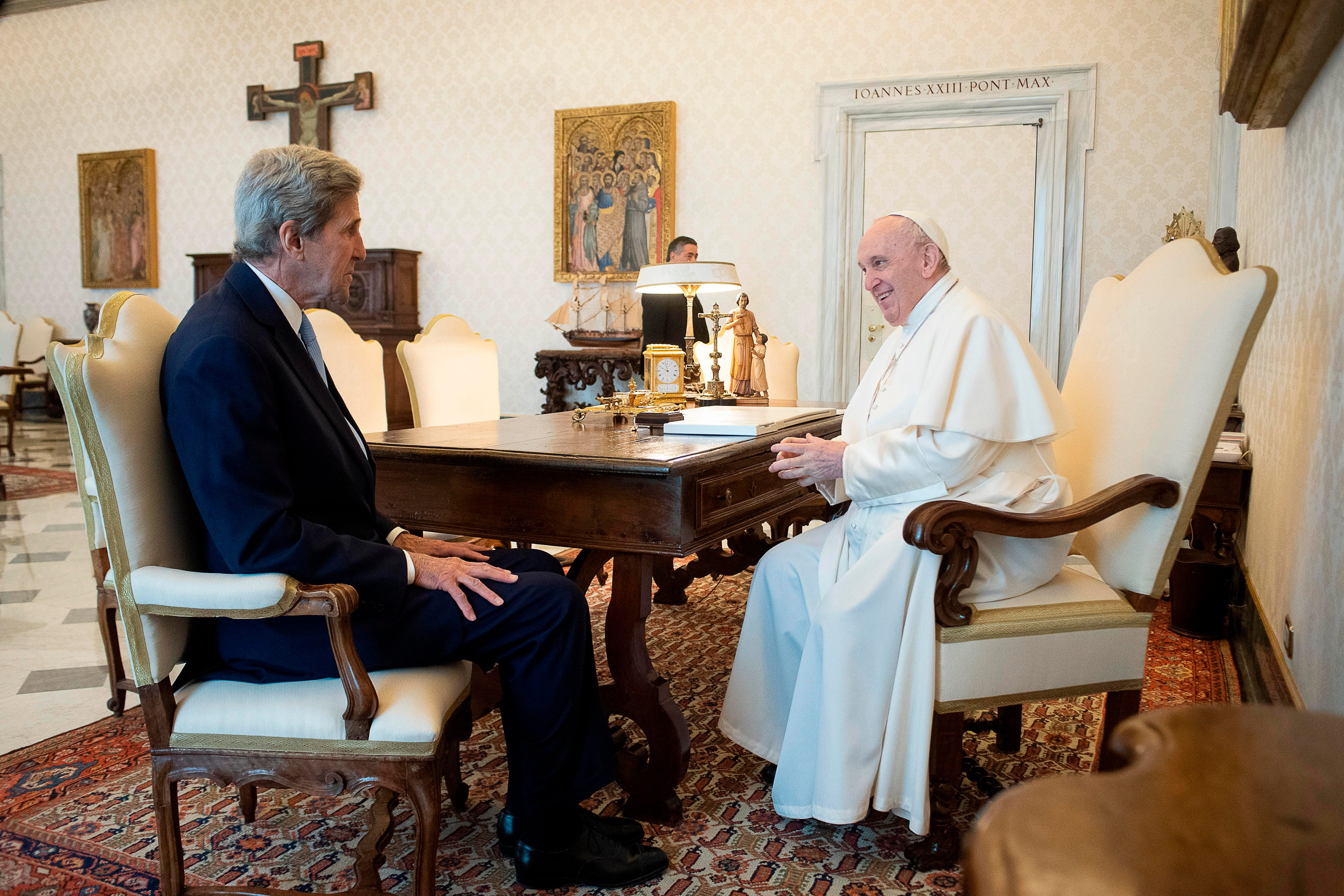 US climate envoy Kerry, Pope Francis discuss greenhouse gas emissions 2