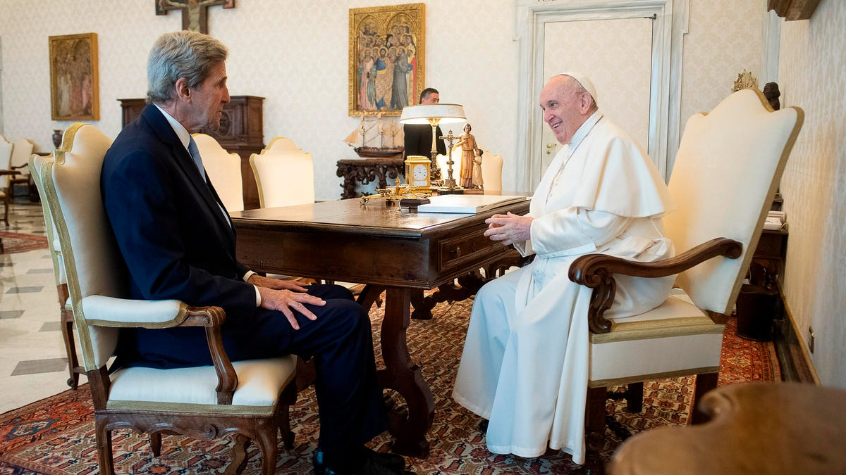 US climate envoy Kerry, Pope Francis discuss greenhouse gas emissions 3