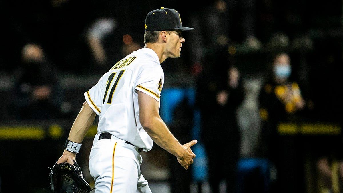 Iowa baseball photos: Hawkeyes open up weekend series against Illinois Fighting Illini