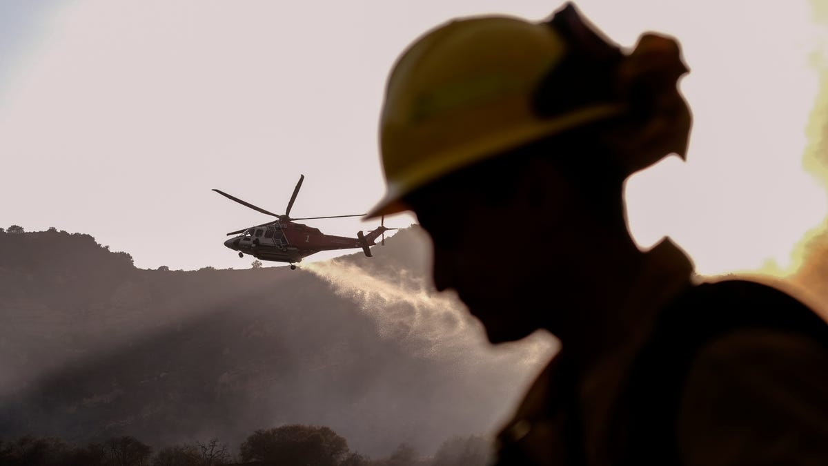 Crews battle Los Angeles wildfire that forced evacuations 2