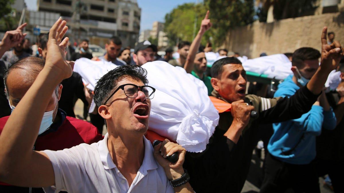 Israeli warplanes stage more heavy strikes across Gaza City 3