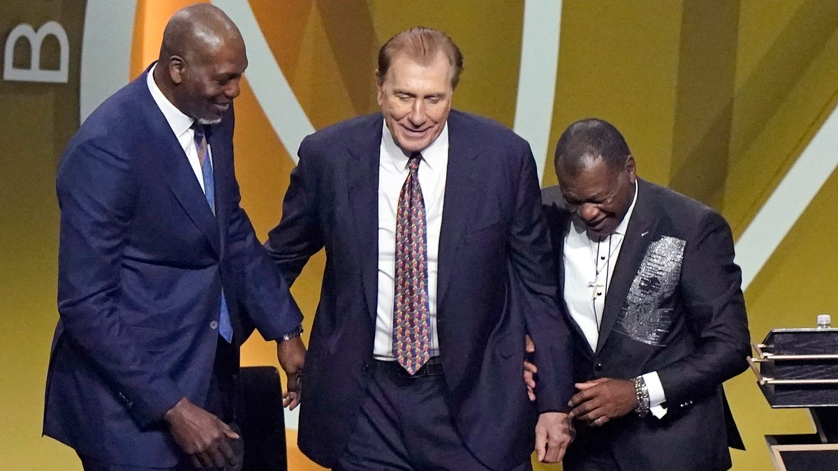 Bryant, Michigan's Tomjanovich inducted into Basketball Hall of Fame 1