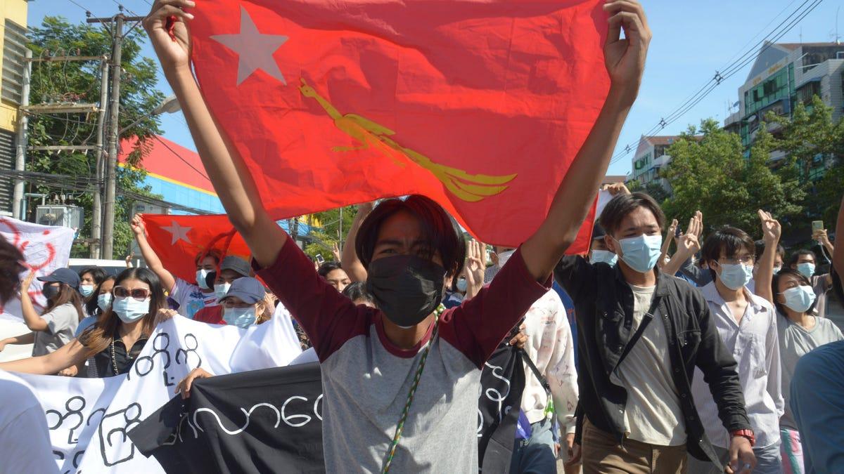 Myanmar junta attacks western town that resisted coup 2