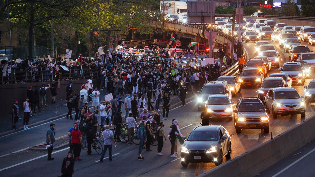 Protesters in major US cities decry airstrikes over Gaza 3