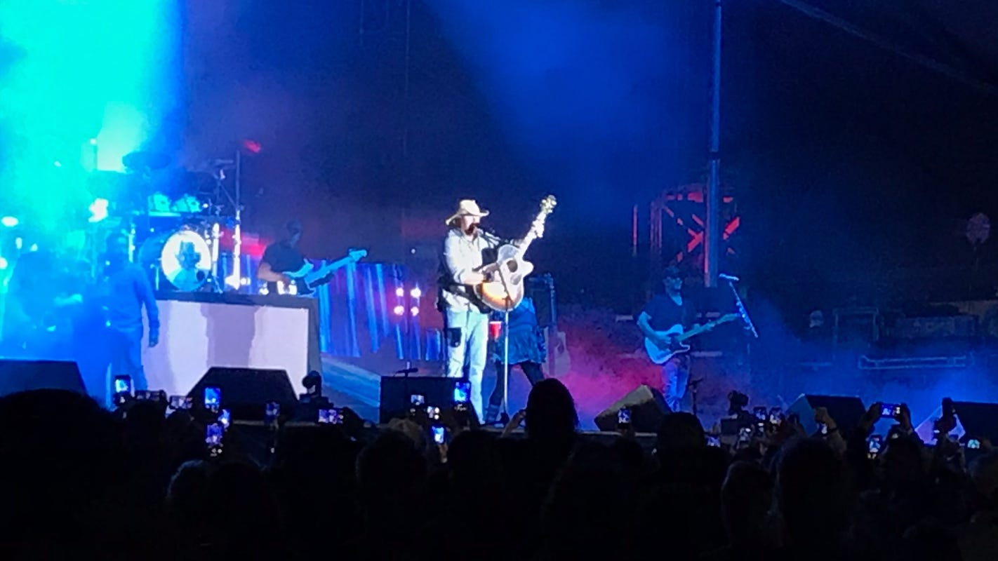Toby Keith, Jimmie Allen perform at Coachella Crossroads to thousands of fans