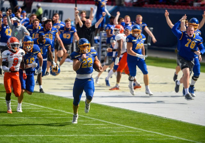 South Dakota State's Isaiah Davis runs the ball down the field to the end zone while teammates follow and yell encouragement from the sidelines on Sunday, May 16, 2021 in the FCS Championship game against Sam Houston at Toyota Stadium in Frisco, Texas.